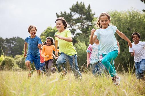 когда ребенок учится бегать