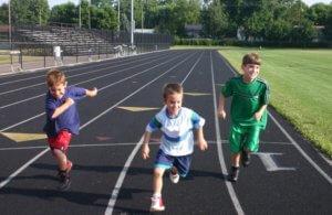 ребенок любит бегать