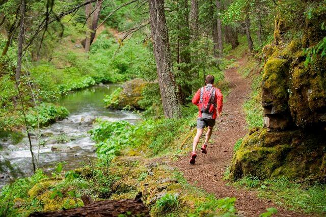 бег по пересеченной местности и преодоление препятствий