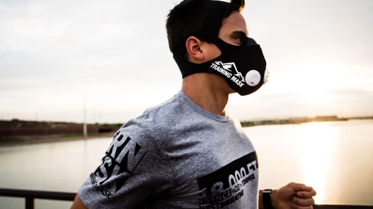 бег в кислородной маске