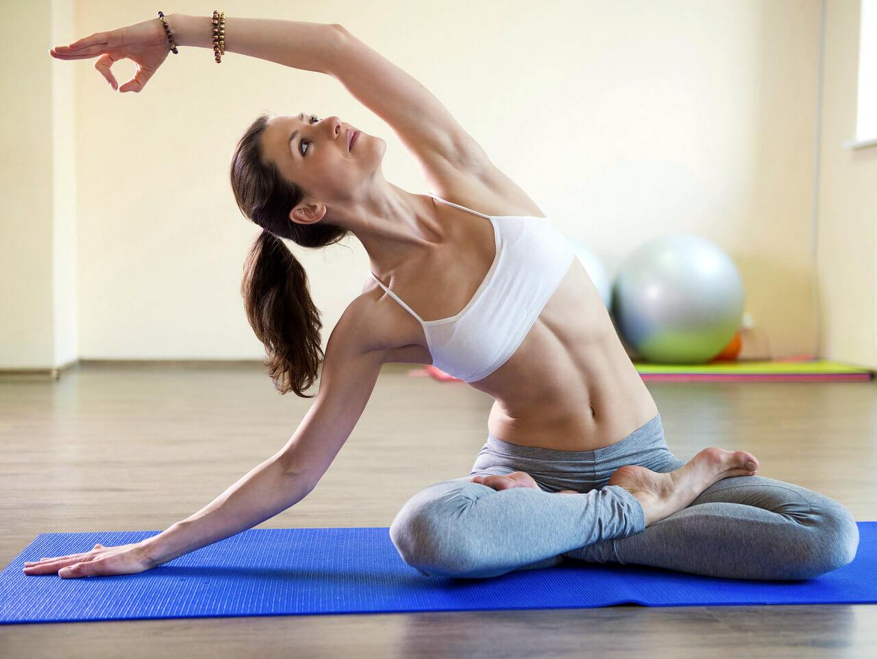 упражнения йоги на растяжку