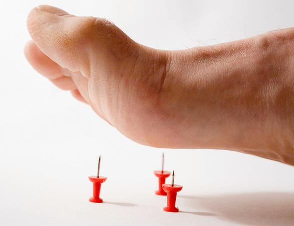 сводит ногу в икрах ноги при ходьбе