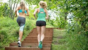 бег по лестнице в подъезде