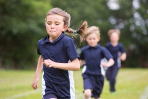 ребенок много бегает