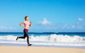 бег по берегу моря