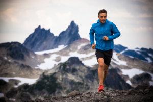 бежать под гору