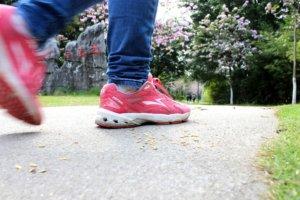 кроссовки для ходьбы по асфальту