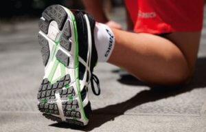 сетчатые кроссовки на лето