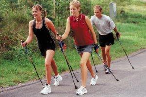 польза скандинавской ходьбы для пожилых